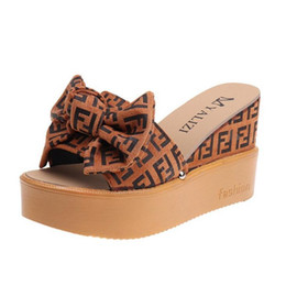 sandálias bege Desconto Platform Wedge Chinelos Salto Alto Mulheres Chinelo Ladies Shoes Cork Butterfly-nó Cunhas Slipper falhanço de aleta Sandals Brown Black Beige