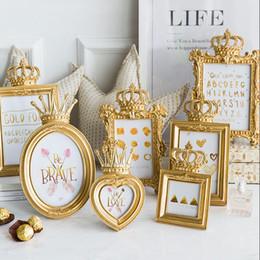 Corone decorare online-Lusso Barocco Gold Crown Decor creativo in resina Sfondi Cornice Photo Frame Regalo Casa decorata da sposa