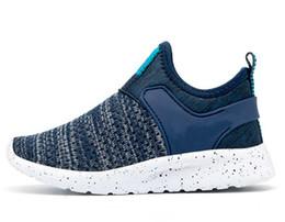 Children s fell running shoes online-Otoño 2018 Nuevos zapatos deportivos para niños que vuelan con vuelo permeable al aire, Zapatillas para correr Boys'Leisure, Zapatos para niñas de moda W908