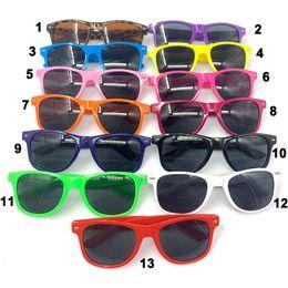 Бесплатная доставка пляжные солнцезащитные очки для женщин и мужчин дешевые квадратные солнцезащитные очки пластиковые классический стиль смешивать цвета cheap sunglasses mixed cheap от Поставщики солнцезащитные очки смешанные дешевые