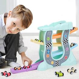 Trilhos de plástico para carros de brinquedo on-line-Bebê Crianças Brinquedos Educativos Escada De Plástico Escorregando Carro De Madeira Slot Track Car Brinquedos Modelo Educacional Para Deslizar Brinquedo Para Crianças Menino J190525