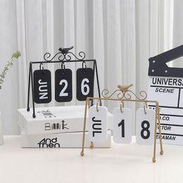 cadeaux décoratifs de bureau Promotion 2019 Date De Mode Nordic Style Métal Table Calendrier Créatif À La Maison Décoratif Bureau En Bois Calendario Cadeau D'anniversaire Y19062803
