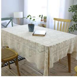 Panno da tavolo in cotone online-Vintage Knitting all'uncinetto Tovaglia beige rettangolo Floral Hollow Lace Table Cloth Cotton Party Wedding Decor