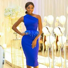 vestito da sera blu della piuma Sconti Royal Blue Mermaid Prom Dresses One Shoulder Peplum Feather Africa Abito da sera per donna Lunghezza tè Abiti da cocktail party