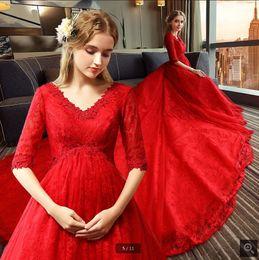 Robed mariage empire on-line-Robe de mariage branco vestido de baile rendas vestido de noiva vermelho meia manga plus size império maternidade princesa espartilho vestidos de mulheres modestas noiva 2019