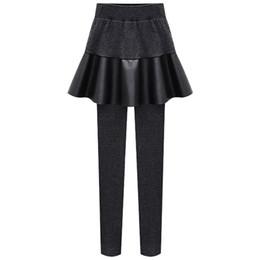 Falda lápiz de dos piezas casual online-Pantalones para mujer de invierno 6XL falsificación dos pedazos pantalones de la PU falda lápiz de las mujeres que hace punto elástico de la cintura gruesa lana Mantener caliente pantalones