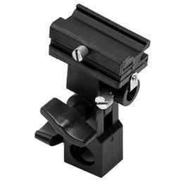 подставка для фотоаппарата Скидка B-type Black ABS Легкие аксессуары для фотоаппаратов Studio Hot Shoe Поворотный триггер Стенд 180 градусов Регулируемый кронштейн вспышки