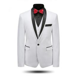 Elegante chaqueta de esmoquin negro online-Los hombres blancos se adaptan a la chaqueta del chal del cuello del novio de los smokinges del novio elegante elegante trajes del padrino de boda de la boda