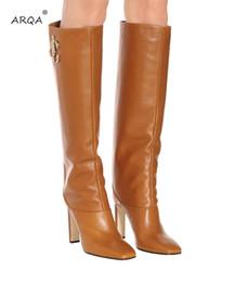 Fundas de cuero para botas online-Europa y los Estados Unidos nuevas botas de pasarela de tacón alto de cuero con cabeza cuadrada para damas y botas romanas tubo romano sexy caballero botas para mujeres '