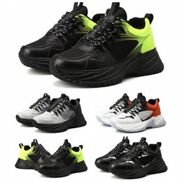 Designer oxford sapatos on-line-Tripler Fashoin Luxo Fugir Pulso Triplo S Mens Designer Oxford Sapatos de Tênis de Futebol de Borracha Plataforma Trainer Sapatilhas de Couro Casuais