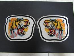 2019 gestickter lippenflecken Mode weißes Leder mit gestickten Tiger UFO Lip Cat Patch Mode Metall Snaps auf der Rückseite abnehmbare Schuhe Teile rabatt gestickter lippenflecken