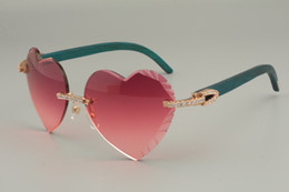 Самые продаваемые высококачественные солнцезащитные очки в форме сердца с гравировкой, алмазные натуральные синие / цветные деревянные очки 8300686-A размер: 58-18-135 мм cheap heart shaped blue diamond от Поставщики голубой бриллиант в форме сердца