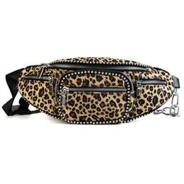 Miyahouse estampado de leopardo bolsa de cintura para las mujeres jóvenes moda de piel sintética con cremallera almohada bolsa de pecho femenina de invierno de peluche portátil billetera desde fabricantes