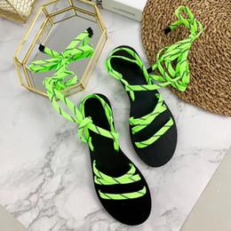 Гладиаторская обувь онлайн-Цвет Гладиатор Плоские Сандалии Сандалии Флип Большой Размер Дизайнер женская Дешевая Обувь Лето