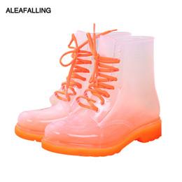 Scarpe da pioggia della caviglia online-Stivali da pioggia da donna in allattamento Scarpe da donna mature allacciate impermeabili Scarpe da donna trasparenti color caviglia caramelle AWBT41