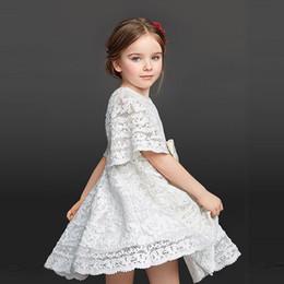 Versión coreana cuerno manga encaje blanco gancho flor princesa vestir una generación desde fabricantes
