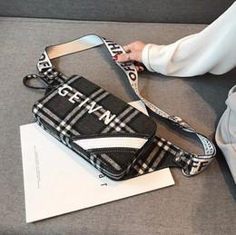 bolsa de pecho estilo coreano Rebajas Fábrica al por mayor marca de las mujeres bolso estilo occidental cheque bolsa de pecho deportes coreanos ocio tela de felpa cintura bolso personalidad invierno messenge