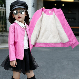 2020 chaqueta de cuero para niños niña La nueva capa de invierno de las muchachas de los niños de la chaqueta de cuero con el paño grueso y suave del O-cuello de la manga completa Manteau Fille niñas 7CT001 Chaqueta chaqueta de cuero para niños niña baratos