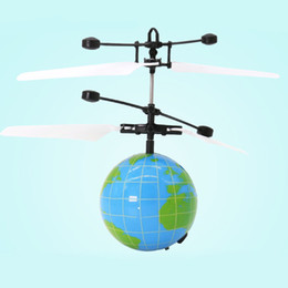 Электронные вертолеты онлайн-Luminous Light Birthday Helicopter LED Flashing Induction ABS Flying Ball Toy Fancy Children Gifts Electronic Levitated Sensor