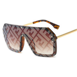 2019 óculos de sol casais Moda Letra Impressa Óculos De Sol Dos Homens INS Estilo Polarizado Designer Unisex Óculos de Sol Presentes de Aniversário Das Mulheres Dos Homens Da Marca óculos de proteção desconto óculos de sol casais