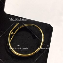 Tem selos designer de marca de moda Prego pulseiras para lady Design man Mulheres Amantes Do Casamento Do Partido presente de Jóias de Luxo para a Noiva de