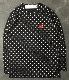 Chandail à capuchon à manches longues en Ligne-Harajuku Hommes Femmes Noir rouge coeur DES play GARCONS CDG broderie coeur rayures à manches longues T-shirts broderies Rouge coeur en tête tee shirts