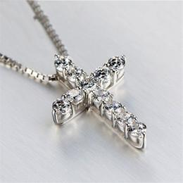 Collares de diamante blanco para mujer online-Lucky Female Ladies Crystal Cross Colgante Collar de Plata 925 Redondo Blanco Collares de Diamantes Para Las Mujeres Mejor Amante Choker