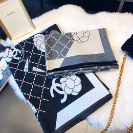 Baumwoll-geschenkbrief online-Großhandels-Gut Qualtiy Luxus Schal Französisch Designer Letter-Muster gedruckte Frauen Geschenk Wolle Cotton Schal