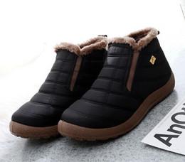 Zapatos acolchados de algodón para hombre de invierno con una parte superior alta para mantener las botas de nieve cálidas y suaves. desde fabricantes