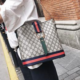 Bolsos de lujo de mujer de alta capacidad Bolsos de hombro de moda para mujer Bolsos de mensajero de diseñador Bolso de cubo portátil coreano Bolso bandolera de cuero desde fabricantes