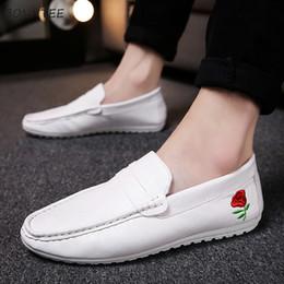 9dacbb7e1 Sapatos Casuais de couro Dos Homens Na Moda Desodorante Estilo Coreano  Sapato Fundo Macio dos homens de Alta Qualidade Lazer Simples Respirável  Leve
