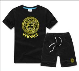 Модная одежда онлайн-Горячая продажа новая мода одежда роскошный логотип дизайнер COCO мальчики и девочки спортивный костюм детские детские с коротким рукавом одежда дети набор 2-7T