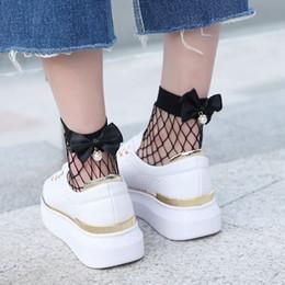 Сетки рыбалка белый черный онлайн-Мода женщины милый жемчуг бантом ажурные лодыжки носок сетка рыба чистая чулочно-носочные изделия носки лето черный / белый дамы