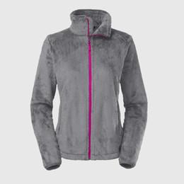 женские белые лыжные куртки Скидка Горячее надувательство Женщины Мягкая флисовая куртка Osito Высококачественные женские женские дети SoftShell Ski Down Coats Ветрозащитные повседневные пальто Черно-белая куртка