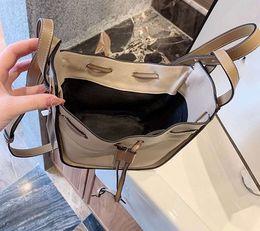2019 bolsos baratos bolsos negros Mini bolso de cuero hamaca tamaño innovador solo hombro bolso inclinado ocio nuevo estilo