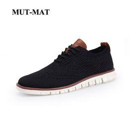 полые трикотажные Скидка Новый мужской британский стиль обувь Брок вязаная сетка повседневная Оксфорд кроссовки на шнуровке ультра-легкий полый обувь большой размер 38-46