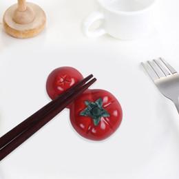 2019 keramiklöffelhalter Porzellan Löffel Gabel Essstäbchenhalter Rack kreative Keramik Geschirr Essstäbchen Pflege niedliche rote Wassermelone / Tomate Ware rabatt keramiklöffelhalter