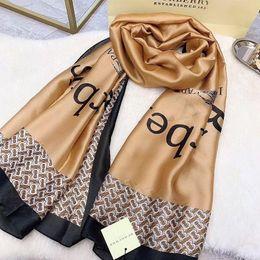 2019 grauer fransenschal Top-Modemarken Seidenschal für Damen 2019 Summer Designer Full Logo Long Scarves size180x90Cm karierter Schal