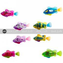 Luminoso pesce robotico elettrico alimentato a batteria nuoto ragazzo bagno animali giocattoli acquario Decor Decor Robo Fish Ornamenti da