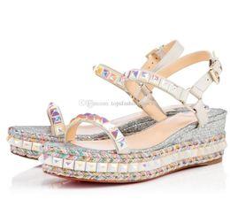Zapatos de boda de cuñas bolsas online-Super calidad inferior rojo Cataclou mujeres sandalias de cuña tachuelas señoras correa de tobillo bombas zapatos de boda con caja original, bolsa de polvo