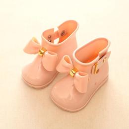 Zapatos de agua de diseñador online-Los zapatos del diseñador de chicas niños Mini Melissa Zapatos de bebé arquea la jalea botas de lluvia Nueva antideslizante princesa Short Boots niños gelatina de agua Botas