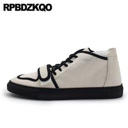 appartamenti europei vera pelle sneakers stile inglese reale in bianco e  nero pista 2018 scarpe da skate uomo marche italiane scarpe da ginnastica 7f293cf8ad1