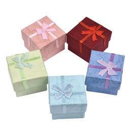 оптовый стойку Скидка 4 * 4 см ювелирные изделия упаковка дисплей организатор коробка подарок коробки для ювелирных изделий серьги кольца ящик для хранения бантом 5 цветов