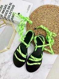 Schwarze spitzen sandalen online-Fluo Green Sandal Damen Designer Schuhe Schnürsenkel Sandalen Schwarz Leder Frauen Plattform Gummisohle Sandalen Luxus Schuh