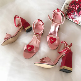 Typen sandale online-Neue Liebessandalen Hochwertiges Lackleder mit dickem Absatz Pink Gladiators Woman