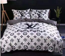 lila seidendecke Rabatt Winter Warm Branded Velvet 4pcs Bettwäsche-Sets Designer Komfortable Heimtextilien Bettbezug Kissen Bettwäsche-Blatt
