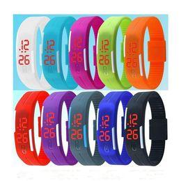 2019 спортивные наручные часы LED цифровой сенсорный экран часы желе конфеты цвет спортивные часы силиконовый браслет водонепроницаемый прямоугольник пара наручные часы браслеты 2018 дешево спортивные наручные часы