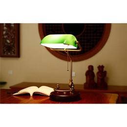 Lampe de banquier traditionnel style antique émeraude verre vert lampe de bureau luminaire finition laiton satiné interrupteur à cordon métallique perlé attaché ? partir de fabricateur
