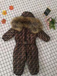 neugeborene winterjacken Rabatt Brand Designer Baumwollhemd Jungen und Mädchen Ente Daunenjacke + Hosenanzug dicken Mantel Mantel Kind Neugeborenes Baby onesies