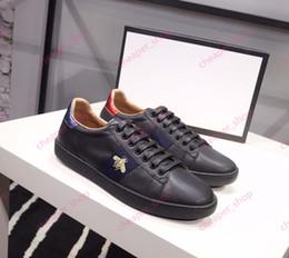 2019 Hombres Mujeres Zapatos casuales Moda Marcas de lujo Zapatillas de deporte Zapatos casuales con cordones Con abeja bordada de cuero genuino de alta calidad desde fabricantes